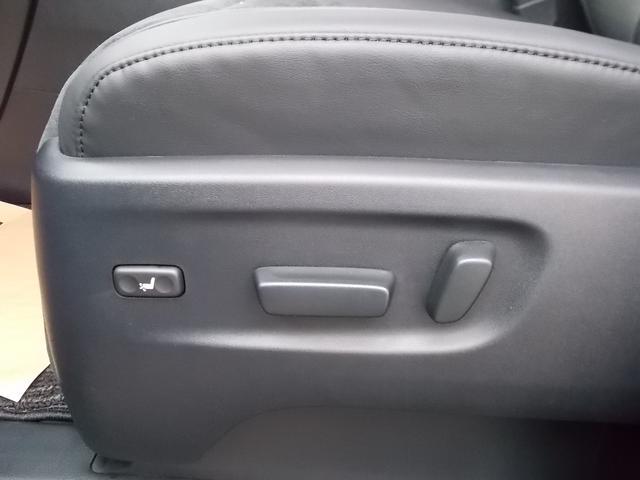 前席は、電動でお好みのポジションが選択できます。