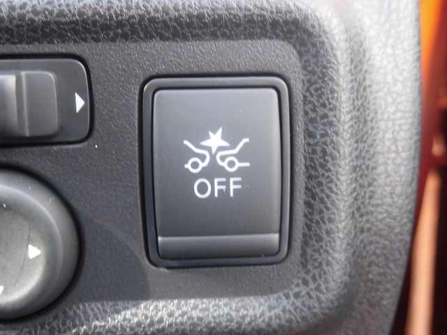 エマージェンシーブレーキ。万一、ドライバーが安全に減速できなかった場合には、自動的に緊急ブレーキを作動させて衝突を回避、または衝突時の被害や傷害を軽減します。