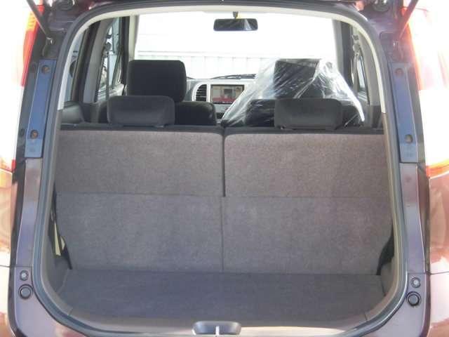 後席シートを全部倒すとフルフラットになります!大きな荷物でもちゃんと積み込めます(^^)