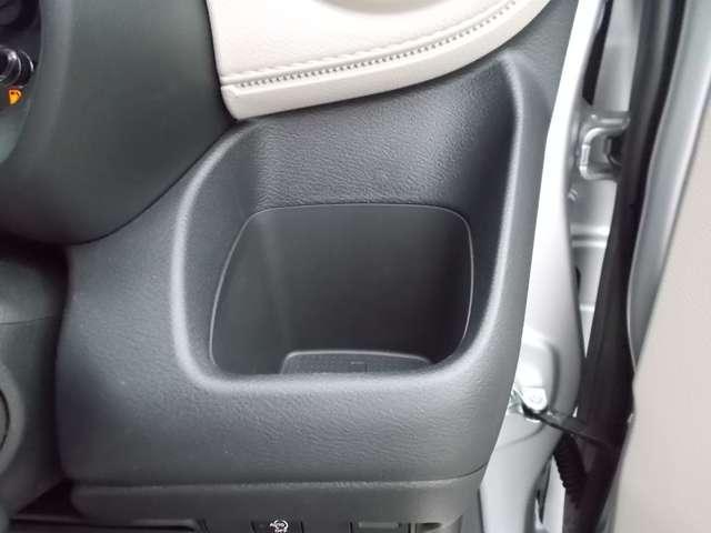 S リモコンキー 日産純正メモリーナビ(MM320D-L) 衝突被害軽減ブレーキ 障害物センサー 横滑り防止装置 踏み間違い防止 車線逸脱警報 プライバシーガラス オートライト ハイビームアシスト(6枚目)