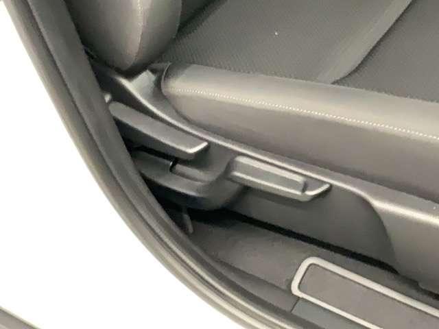 ☆運転席側シートアジャスター☆ シートを座りやすい高さに調節可能ですので、長距離運転も疲れませんよ!