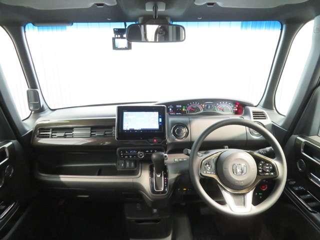 ナビ付、はじめての道や遠出でも安心です。もちろんCDも搭載しておりますのでお好みの音楽を聴きながら楽しいドライブを!!