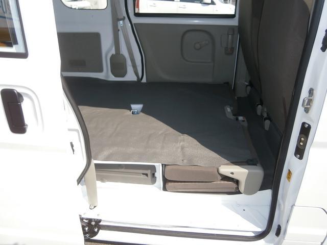 後部座席を倒せばフルフラット状態になり、ラゲッジスペースも更に広々使って頂けます。