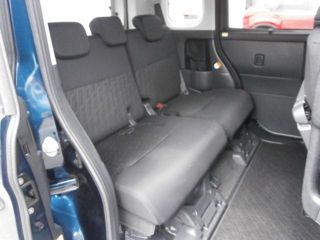 後席も前後スライドするので余裕のスペースを作れます。