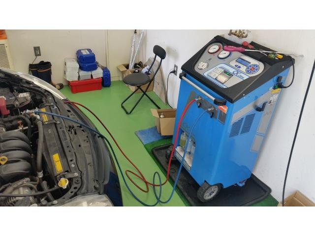 このような機械を使い エアコンガスクリーニングをしております。