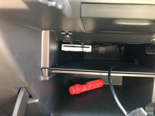 助手席のグローヴボックス内に便利なETC装備!割引もきくので経済的にも嬉しい装備です。