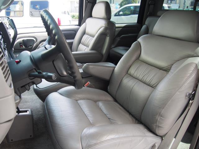 6WAYパワーシート装備のドライバーシートも摺れ等無く、清潔感有りとても綺麗な状態です