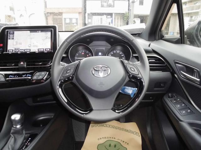 トヨタ C-HR S-T 当社元試乗車 自動ブレーキ 大画面ナビ フルセグ