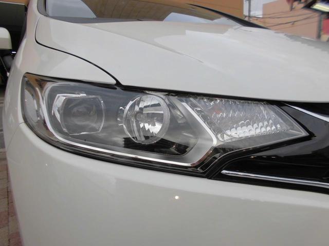 【LEDヘッドライト】白く照らされるのが特徴です。明るいだけでなく、周囲からの認知されやすく歩行者や死角にいる方へアピール効果、安全性が飛躍的に向上します!