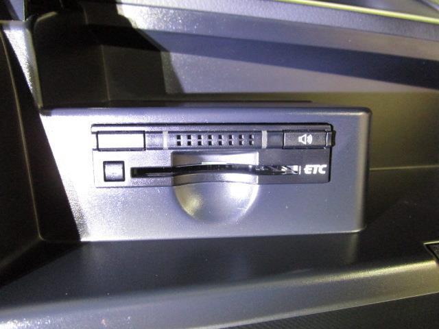 アエラス フルセグ HDDナビ DVD再生 バックカメラ ETC 両側電動スライド HIDヘッドライト ウオークスルー 乗車定員8人 3列シート ワンオーナー(11枚目)