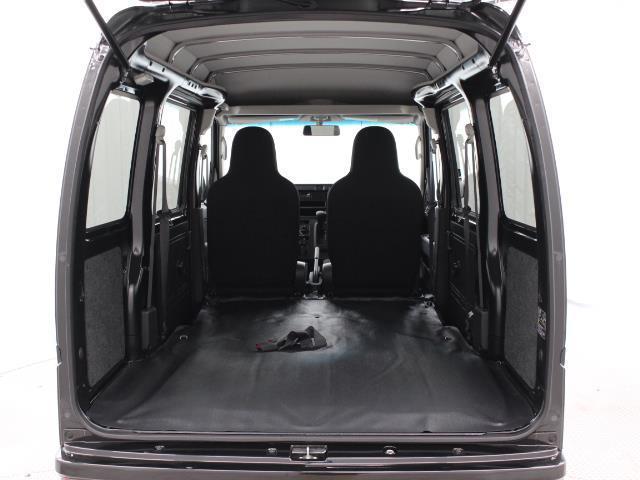 セカンドシートは、簡単に折り畳めるので、荷室は余裕の広さです。