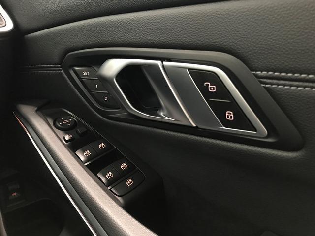 320dxDriveツーリングMスポーツハイラインP コンフォートパッケージ HiFiスピーカー パーキングアシストプラス 黒レザー アクティブクルーズコントロール バックカメラ シートヒーター 18インチAW 電動シート コンフォートアクセス ETC(27枚目)