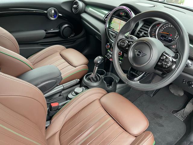 クーパーSD 60イヤーズエディション 60イヤーズエディションワンオーナー車LEDヘッドライトブラウンレザーシートヒーターバックモニターパークディスタンスコントロールコンフォートアクセス純正AWドライビングモードミラーETC(43枚目)