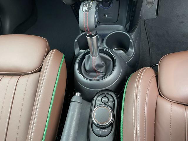 クーパーSD 60イヤーズエディション 60イヤーズエディションワンオーナー車LEDヘッドライトブラウンレザーシートヒーターバックモニターパークディスタンスコントロールコンフォートアクセス純正AWドライビングモードミラーETC(46枚目)