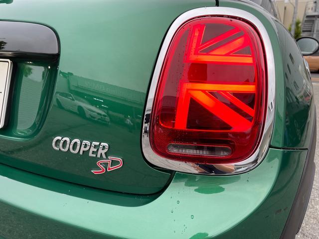 クーパーSD 60イヤーズエディション 60イヤーズエディションワンオーナー車LEDヘッドライトブラウンレザーシートヒーターバックモニターパークディスタンスコントロールコンフォートアクセス純正AWドライビングモードミラーETC(63枚目)
