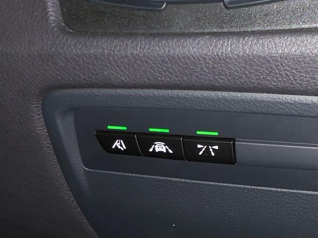 M4クーペ カーボンインテリア・純HDDナビ・LEDヘッドライト・ブレーキ軽減・レーンチェンジウォーニング・SOSコール・レーンディパチャーウォーニング・バックカメラ・PDCセンサー・黒革・シートヒーター・LED(51枚目)