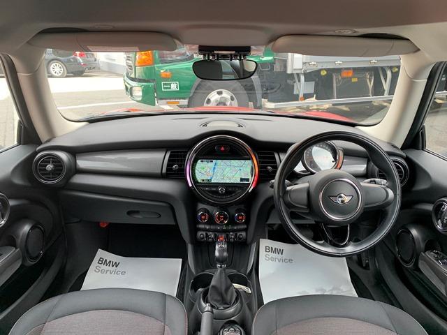 クーパーD 弊社元デモカー・ホワイトルーフ・純正HDDナビ・LEDヘッドライト・スマートキー・純正15インチアルミホイール・Bluetooth接続・ETC・オートライト・電動格納ミラー・アイドリングストップ・(6枚目)