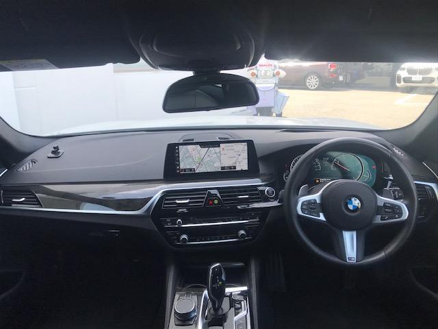 523dツーリング Mスポーツ ハイラインパッケージ コンフォートアクセス・アクティブクルーズコントロール・シートヒーター・ブラックレザー・電動トランク・ヘッドアップディスプレイ・LEDヘッドライト・純正HDDナビ・ミュージックサーバー・フルセグ・G31(50枚目)