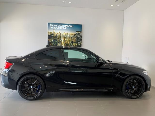エディションブラックシャドウ 100台限定車・カーボンミラーカバー・専用19インチAW・ブラックキドニー・純正HDDナビ・LEDヘッドライト・ワンオーナー・カーボンディフューザー・Mブレーキ・黒革・シートヒーター・F87(7枚目)