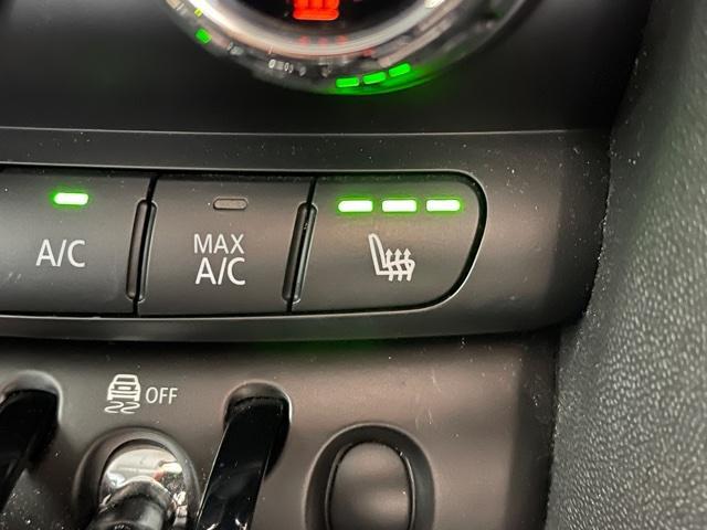 クーパーD サザーク 純正HDDナビ・レザレットシート・バックカメラ・LED・ホワイトルーフ・ETC・シートヒーター・純正AW・特別仕様車・ミュージックコレクション・コンフォートアクセス・デイタイムランニングライト・F56(19枚目)