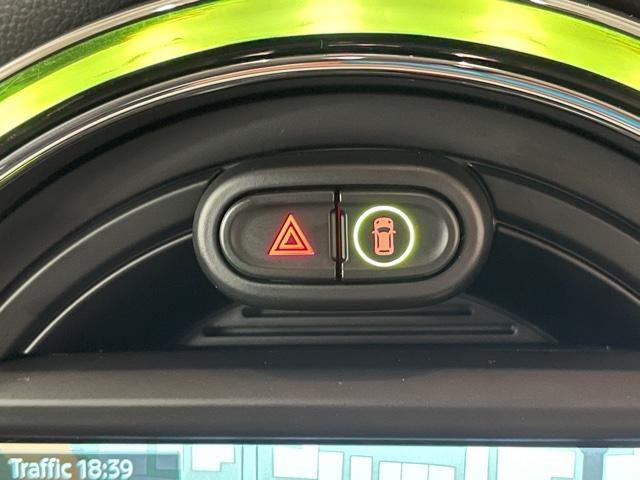クーパーS 純正HDDナビ・バックカメラ・PDCセンサー・地デジ・アクティブクルーズコントロール・ドライブアシスト・ユアーズパッケージ・ミラーETC・ブラックレザーシート・ミラー内蔵ETC・オプションAW・F55(19枚目)