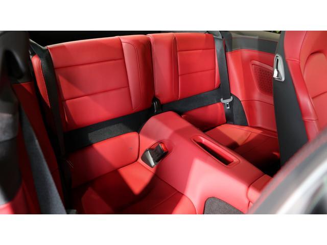 ・スポーツクロノパッケージ ・シートヒーター ・20インチ 911ターボSホイール(鍛造アルミホイール)・フロントスポイラーリップ(Turbo Sロゴエンボス仕上げ)