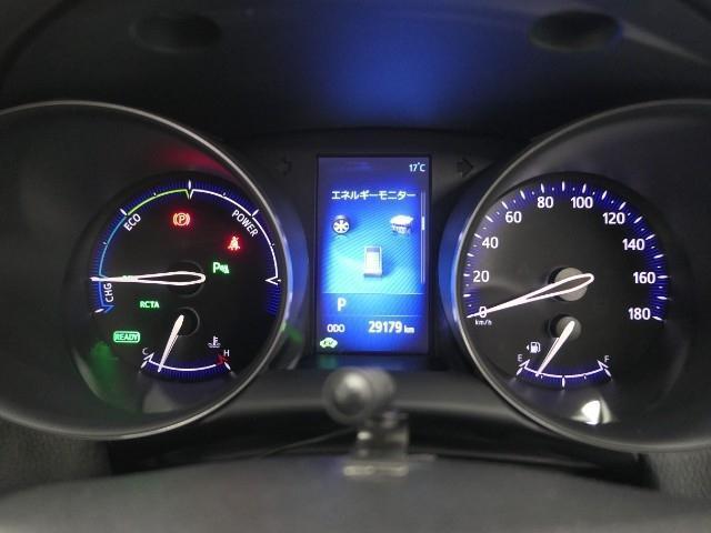 メーター中央部にはマルチインフォメーションディスプレイを配置。運転状況などと連携した情報を、高精細な画面に表示します!!