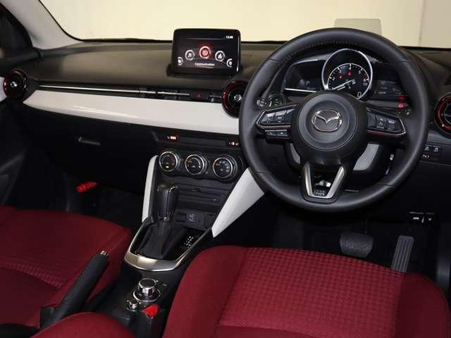 1.5 XD ノーブル クリムゾン ディーゼルターボ マツダ認定中古車 サポカー 専用レッドシート 衝突被害軽減ブレーキ マツダコネクトメモリーナビ スマートインETC LEDヘッドライト クルーズコントロール(3枚目)