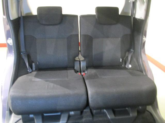 ゆったりとしたリヤシートで大人の方が乗られても楽々です。