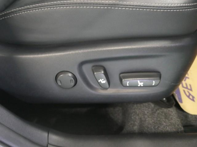 運転席はもちろん電動シート♪スイッチ操作で細かい調整やシートポジションが無段階に設定可能です♪