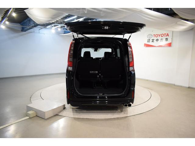 Gi ブラックテーラード フルセグ DVD再生 バックカメラ 衝突被害軽減システム ETC 両側電動スライド LEDヘッドランプ ウオークスルー 乗車定員7人 3列シート フルエアロ アイドリングストップ(7枚目)