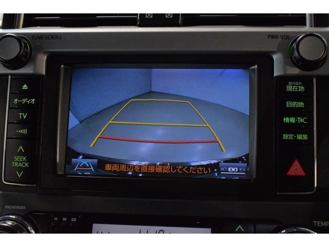 バックカメラが付いてます。車庫入れに自信の無い方にはもちろん ベテランドライバーの方にも付いてるだけで安全性は高まります!