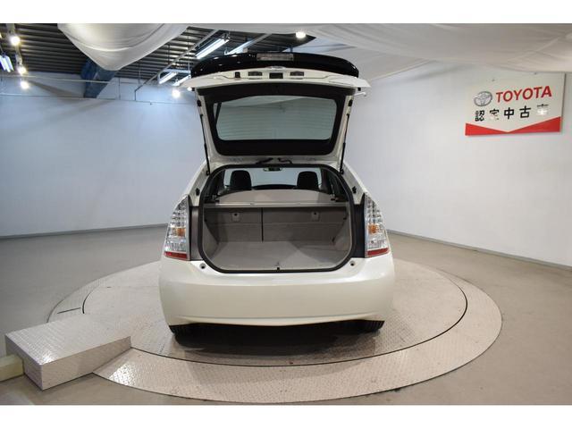 当社でご購入頂いた全ての車両はご納車前に入念な点検・整備を施し、オイル交換・ワイパーゴム・ブレーキ点検・調整など、点検交換記録をメンテナンスノートに記載しお客様の安心してお乗り頂けるご納車を致します。