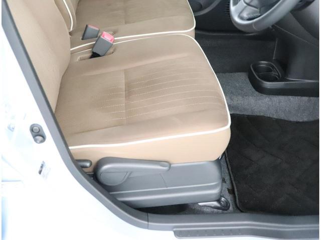 運転席には上下アジャスターが付きます。