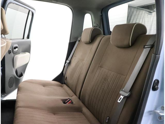 リヤシートは結構広いです。