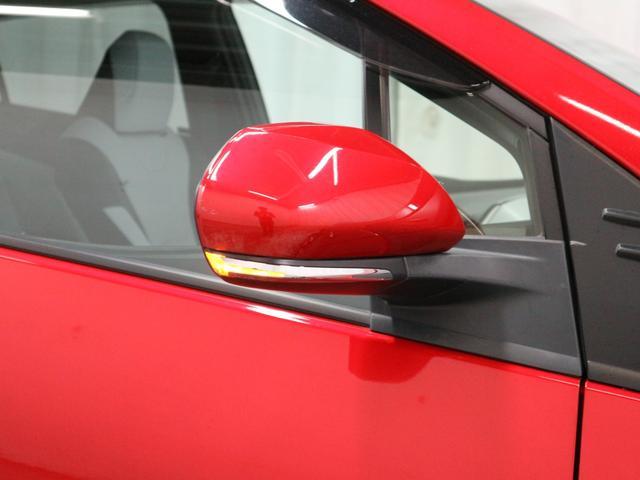 ウィンカー付きドアミラーは、右左折や車線変更を周囲にアピールすることで、事故防止に役立ちます。