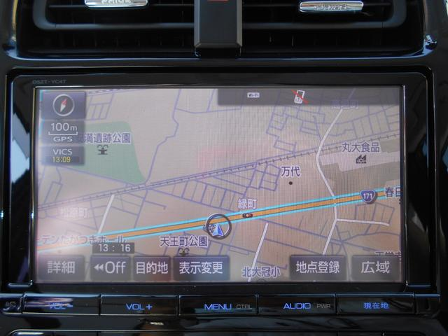 お出掛けの道案内は純正メモリーナビにお任せ。画面の地図上に渋滞状況が表示されるので、知っている道を走るときにも便利です☆