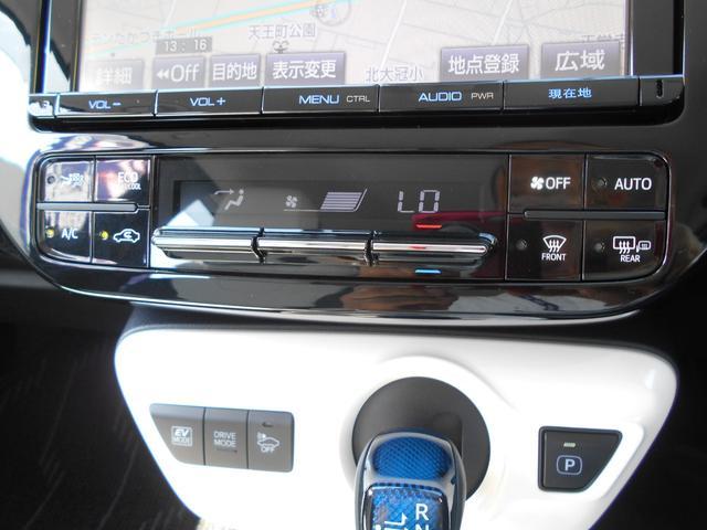 デジタル表示でとても使い易いオートエアコン付きのヒーターコントロールパネルです。