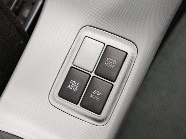 ガソリンの消費が少ないECOモードやエンジンを使わず強制的にモーターだけで走るEVモードと周囲の状況や走行状態などによって切り替えることができます♪