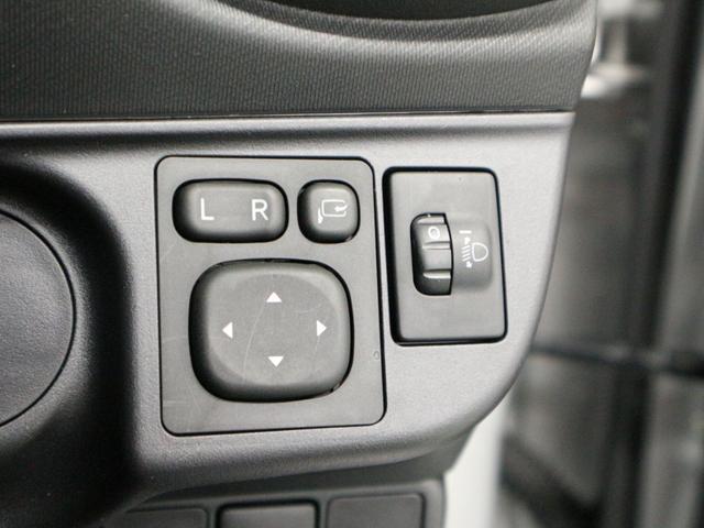 電動格納ミラー付きです。運転席から格納操作ができるので立体駐車場や狭い道でのすれ違いなどの時に便利です♪
