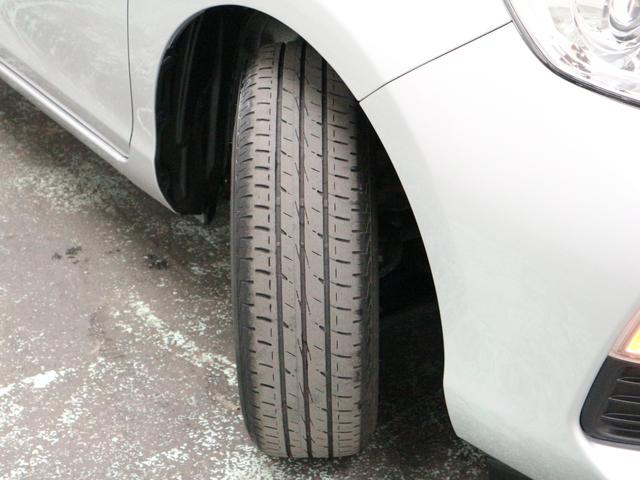 タイヤ残り溝約3ミリです