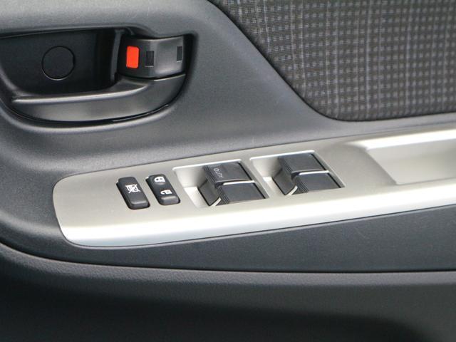 全席パワーウインドウ装備です。運転席のスイッチではすべての席の開閉操作ができます。