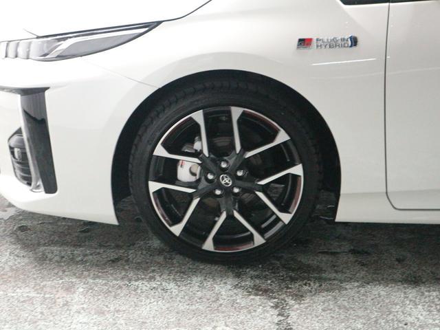 タイヤサイズは225-40-18インチです。