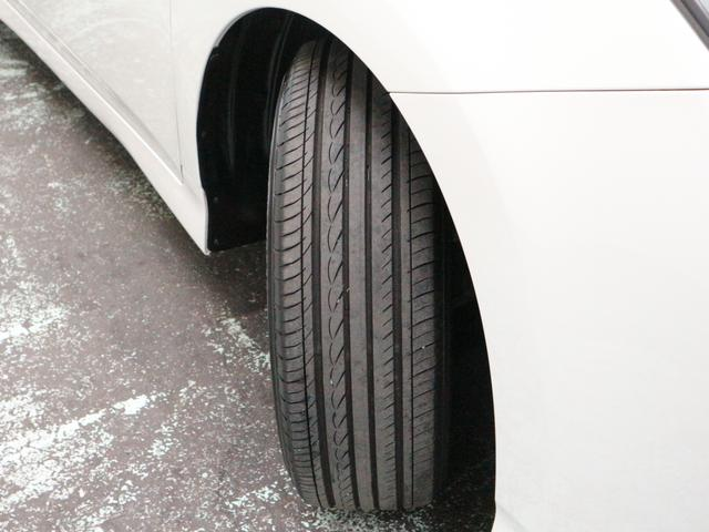 タイヤの残り溝は前後左右4ミリございますよ^^