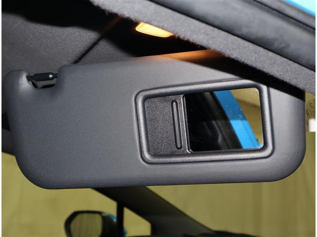スマートエントリー&スタートシステム☆スマートキーを携帯し、ドアハンドルを握るだけで解錠、センサーにタッチするだけで施錠できます。