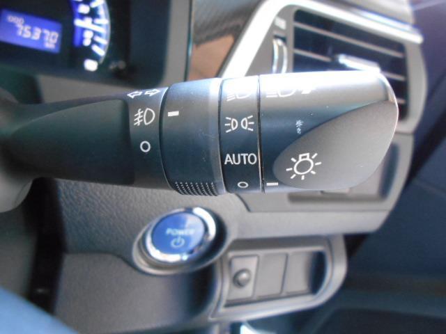 周りが暗くなるとライトを点灯させるオートライトつきです♪高速道路の走行時にはトンネルで自動点灯しますので、とっても便利ですよ♪