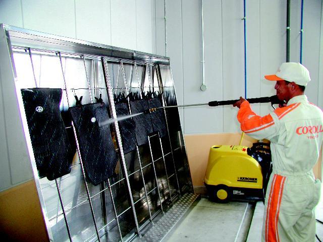 フロアマットもしっかり洗浄♪清潔快適をご提供いたします!