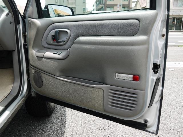 「シボレー」「シボレータホスポーツ」「SUV・クロカン」「兵庫県」の中古車22