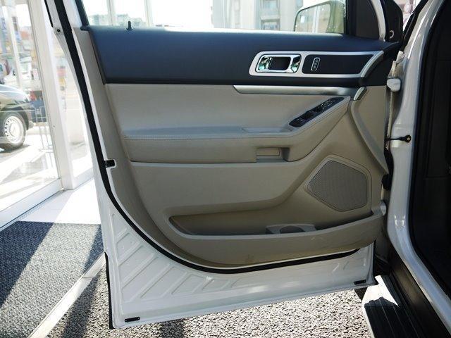 XLT エコブースト 正規ディーラー車 3列シート レザーシート シートヒーター パワーシート サイドステップ フロント/サイド/リアカメラ オートエアコン 純正18インチアルミ(9枚目)