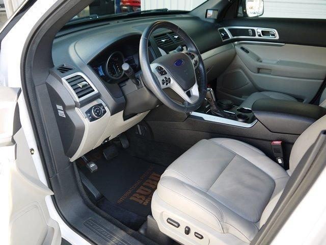 XLT エコブースト 正規ディーラー車 3列シート レザーシート シートヒーター パワーシート サイドステップ フロント/サイド/リアカメラ オートエアコン 純正18インチアルミ(10枚目)